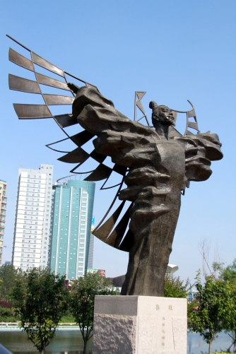 Luban_sculpture_weifang_2010_06_06.jpg