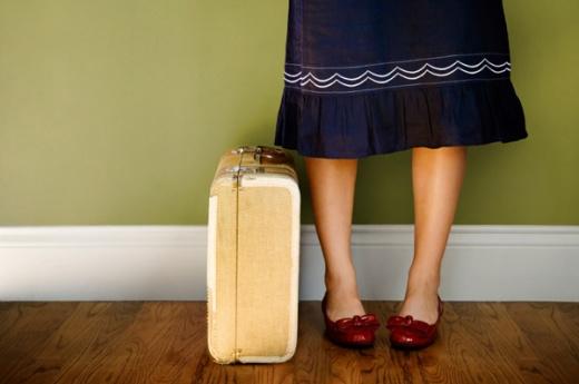 woman-suitcase_uepqpj